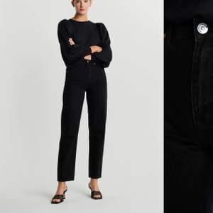 Säljer dessa svarta jeans från Gina då jag tröttnat på de, de är ganska långa💕