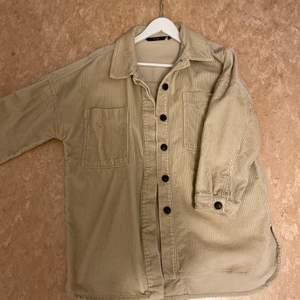 Hej! Säljer denna jacka för 175kr. Det är storlek S och är från Vero Moda. Pris går att diskutera!