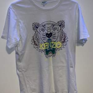Använd kenzo t-shirt köpt på NK i Göteborg