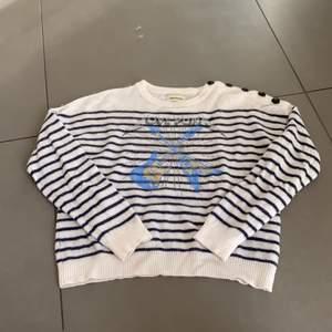 Hej jag säljer min zadig voltarie tröja som är inköpt för 7 dagar sedan, jag fick den men den var i fel storlek och kvittot är borta😐 men säljer då denna super fina tröja som är använd 1 gång men inga skador eller nått🥰