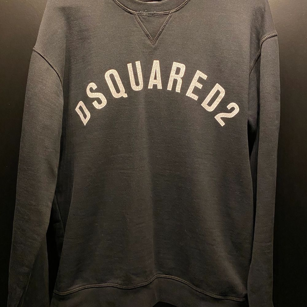 DSQUARED2 Sweatshirt  Storlek L liten i storlek (passar M). Tröjor & Koftor.