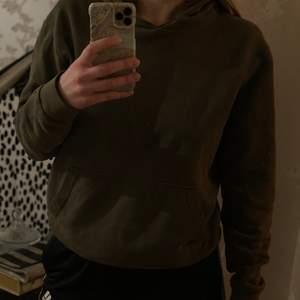 En skön och snygg hoodie från Zara i storlek M. Säljes för 200kr, frakt tillkommer. 💖