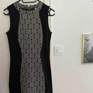 Jättesnygg klänning från H&M! Aldrig använd och prislappen är kvar💖