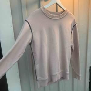 Nypris: 2150kr Ljusrosa college tröja från Marc by Marc Jacobs. Boxning modell Gråa dekorativa sömmar Ficka och dragkedja på baksidan (användbar)