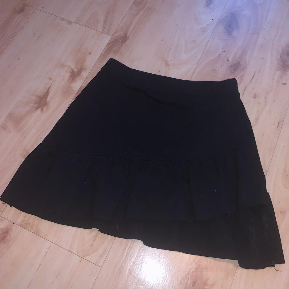Superfin kjol, ganska liten i storleken! Frakt 33 kr💞. Kjolar.