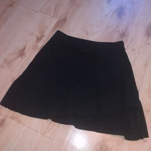 Superfin kjol, ganska liten i storleken! Frakt 33 kr💞