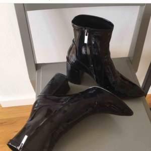 Jättefina skor som tyvärr inte kommer till användning. :) kan mötas upp i Stockholm