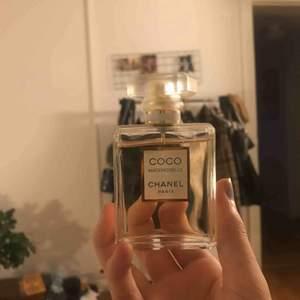 Inte kläder direkt.. men nice som julklapp ex;)  Chanel Coco Mademoiselle, använd kanske 5 gångerr (nypris 1000kr)