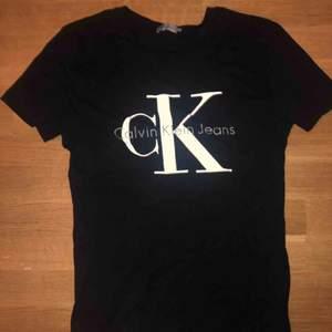 Svart T-shirt från Calvin Klein. Använd kanske 1 gång.