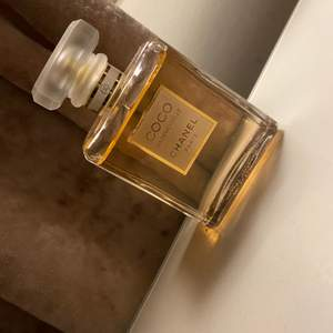 Chanelparfym ordinarie pris 1 105 kr. 50 ml använd någongång men inte alls mycket!