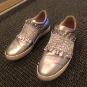 Säljer mina coola sneakers från Novita. Endast använda två gånger och är i väldigt bra skick. Storlek 38. Köpta för 1300kr