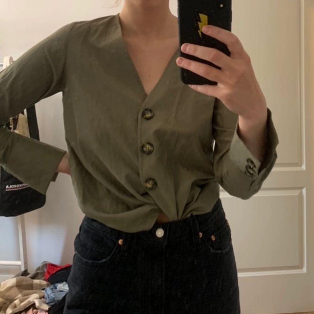 Superfin skjorta från nakd i grönt! Aldrig använd! . Skjortor.