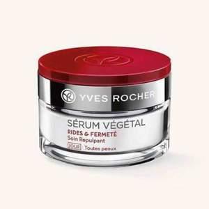 Säljer en oöppnad, paketerad Serum Vegetal från Yves Rocher som är ett känt märke. Märket är känd för sina naturliga ingredienser och bra resultat som arbetar mot rynkor, ger en klar och ung hy.  Nypris över 500kr säljer nu för 300kr