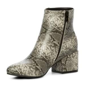 supersnygga boots från XIT, värde 499kr! storlek 39. knappt använda.