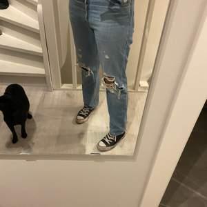 Säljer mina Levis Jeans. Går inte ner hela vägen till fötterna men funkar. Köpte för 1200, säljer för 300