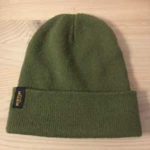 Säljer denna fina gröna mössa från Burton!