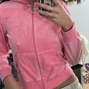 Rosa tröja från Cubus i storlek S! Säljes pga: kommer inte till användning. Frakt tillkommer🦋✨