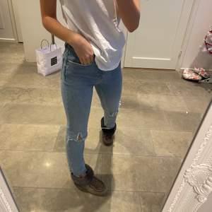 Jeans från zara gjort hålen själv