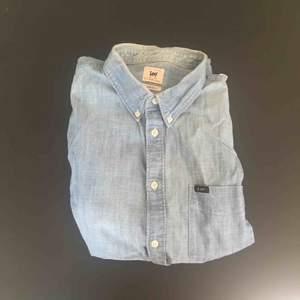 Ljusblå Lee skjorta i storlek XL, regular fit