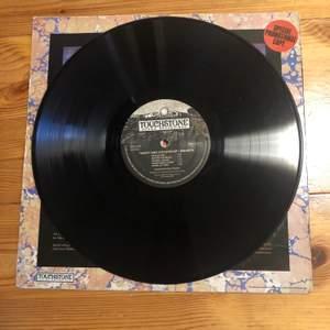 En vintage vinylskiva från Ananta, ganska säker att den är köpt på skivesset i Malmö. Assnygg till dekoration att hänga upp på väggen t.ex.⚡️⚡️