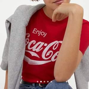 Coca cola t-shirt aldrig använd. Passar s/m också.