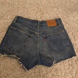 Snygga Levis 501 shorts som nästan aldrig är använda då jag inte är bekväm i dem, men hur fina som helst 🥰