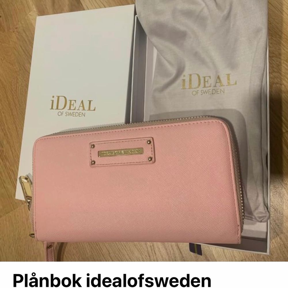 Idealofsweden plånbok använd några gånger. Köptes för 699kr. Säljes för 300kr.. Övrigt.