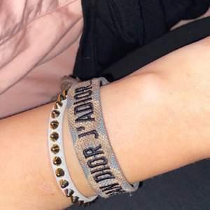 Ett dior tyg armband , ny pris ca 2000kr
