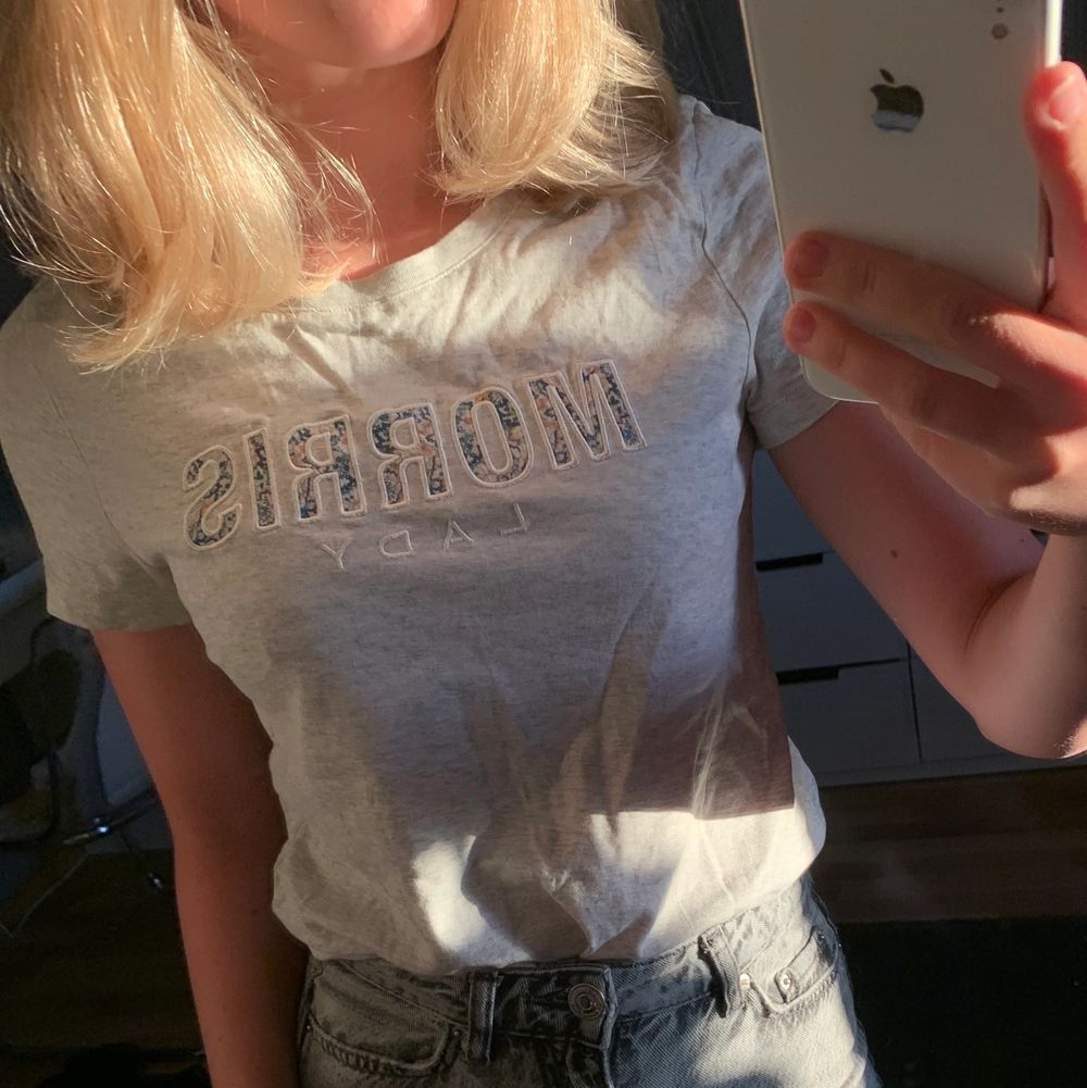 En fin tröja från morris! Säljer då den ej kommer till användning🤍. T-shirts.