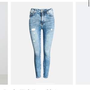Jeans från bikbok i deras populäraste modell Peachy! Framhäver former och rumpan på ett så bra sätt. Använda runt 5 gånger, säljer pga att jag har 4 par i denna modell. Nypris är 600 kr☀️