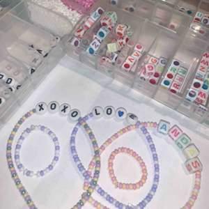 Hej hej!😊  Jag säljer just nu pärlarmband och ringar! Man får välja färg och ord (eller utan) precis som man vill!  Armband kostar 30kr + frakt (12kr)  Ring kostar 18kr + frakt (10kr)  Ring+armband kostar 42kr + frakt (12kr) Står inte för postens slarv!