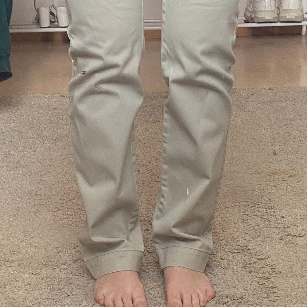 Ett par skit najs chinos från JC! Topp skick! De är herr modell men passar mig väldigt bra ändå! . Jeans & Byxor.