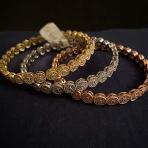 Har aldrig använt armbanden helt nya,21k guldplädering.
