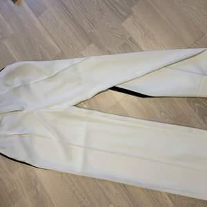 kostymbyxor från zara i stl XS, har använt max 2 gånger så de är i superfint skick. kan tänka mig sänka priset vid snabb affär!