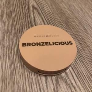 Ny och oanvänd bronzer från märket makeup Mekka 💫 nypris är ca 150 kronor säljer den för 92 kronor inkl frakten! 💞 gratis frakt