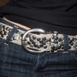 Passar jätte bra till lågmodjade jeans!