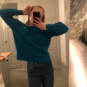 Säljer min sjukt snygga sweatshirt från Acne Studios. Otroligt bra skick och kvalite. Är i storlek XS men är ganska oversized så skulle säga att den passar både S och M beroende på hur man vill att den ska sitta på kroppen. Nypris: 1900kr. Pris kan diskuteras!