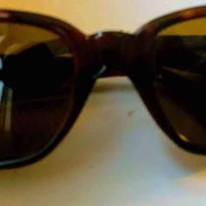Versace solglasögon köpta i new york på 70talet, i nyskick.  Versace Modell 408 med fodral