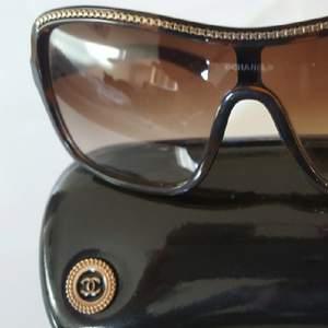 Solglasögon,knappt använda,stora bågar