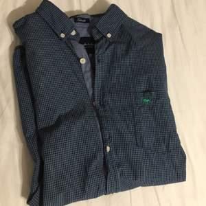 En snygg skjorta från bondelid Helt oanvänd Säljer pga för stor för mig