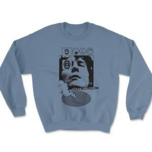 Helt oanvänd sweatshirt från Håkan Hellström. Etiketten är kvar. Nypris 549kr första bilden är från Håkan Hellströms hemsidan.