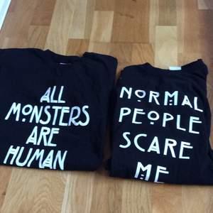 Två t-shirts med citat från American Horror Story. Aldrig använda. Köparen står för frakt