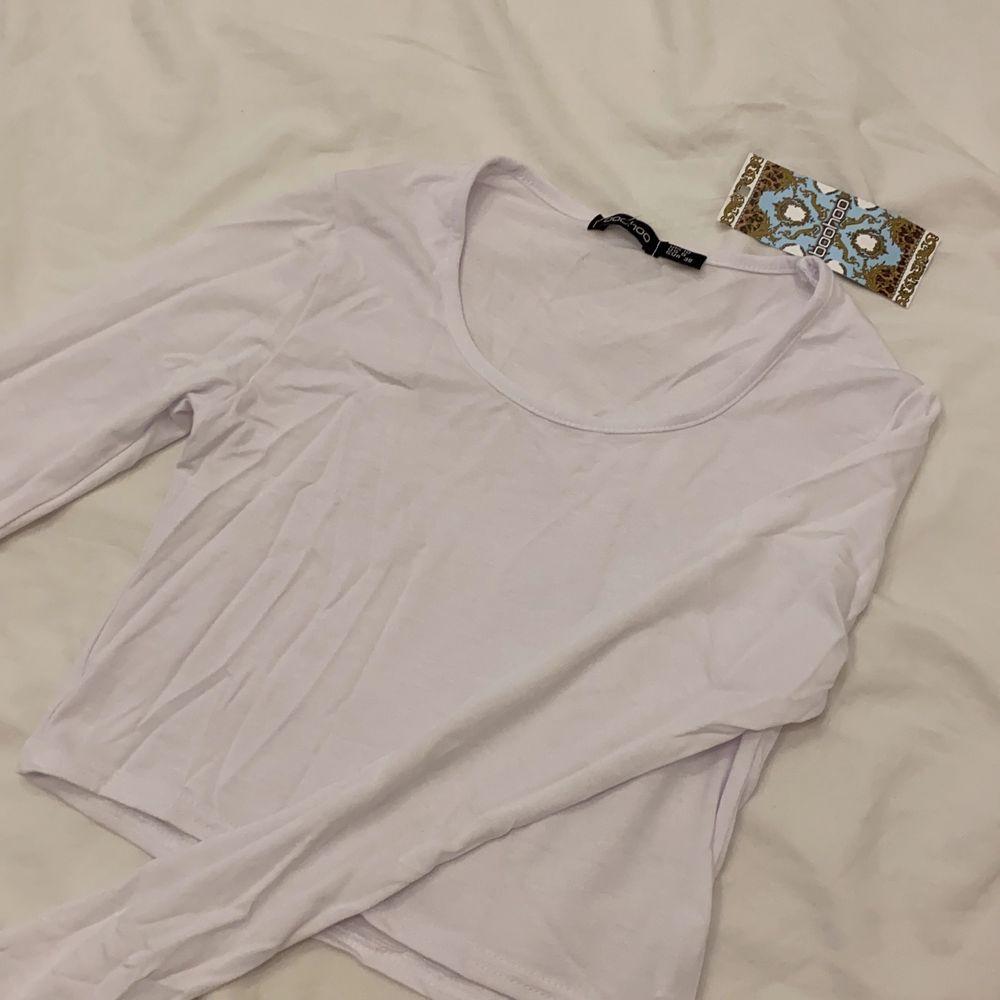 Vit tröja, säljer pga för liten.. Toppar.