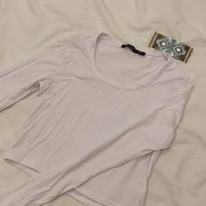 Vit tröja, säljer pga för liten.