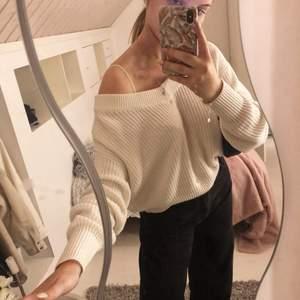 Säljer denna stickade tröjan ifrån Gina tricot, 50kr + frakt