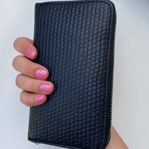 Svart, clean plånbok