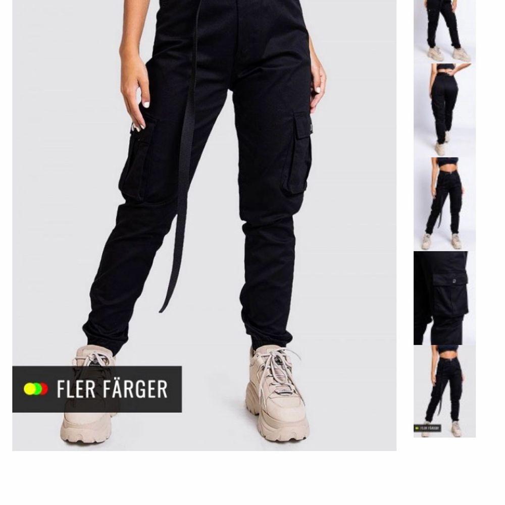 Använda 3 gånger så i väldigt bra skick. Originalpris 499. Frakten blir 59 kr 😊. Jeans & Byxor.