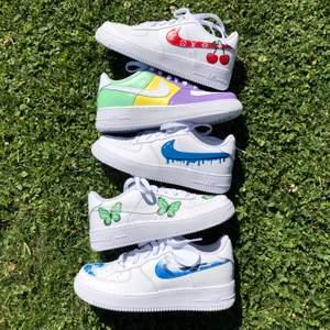 Beställ ett eget par custom Nike air force 1 på instagram, StainsCustoms! Går att välja precis den designen du vill ha i alla storlekar. Priser står på instagram eller fråga i dm. 💘😋👊🏻
