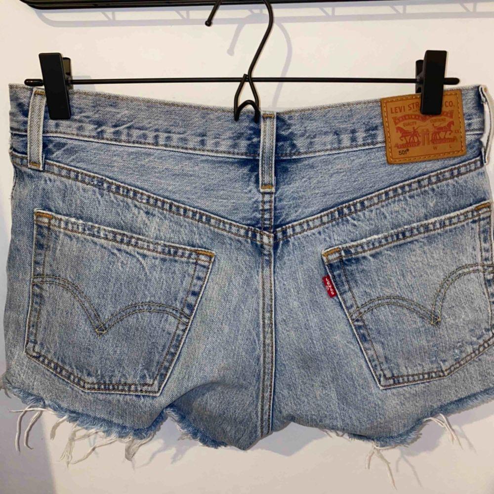 Säljer mina snygga shorts ifrån Levis då dom är försmå för mig.  Använda ett antal gånger . Shorts.