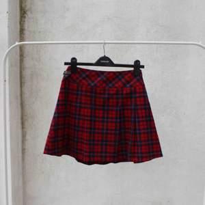 min favvolkjol som för tillfället vara ligger o dammar i garderoben 🌹 ny ägare sökes!! Skotskt med gulligt litet skärp på sidan!  FRI FRAKT